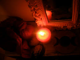 rituel vaudou Pour attirez L'argent avec la grande bougie vaudou-Grand Prête Vaudou Kokouvi.