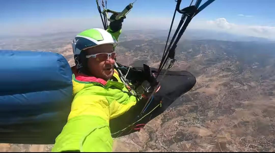 Yamaç paraşütçüleri daha önce denenmemiş uçuş gerçekleştirdiler