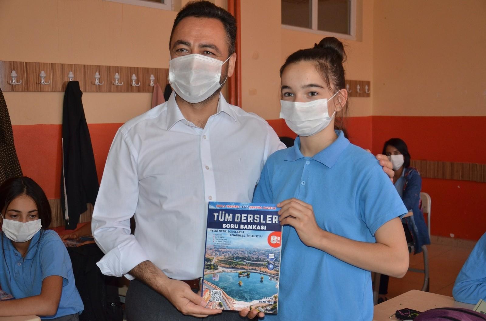 Elbistan Belediyesi'nden sınava girecek öğrencilere destek