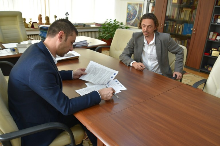 """The contract for the creation of the online portal G.I.S. from the """"MaraStrategy"""" project"""