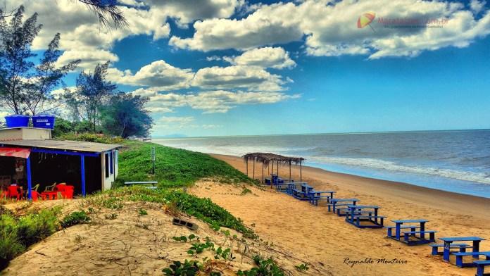 Praia de Lagoa D'antas em Marataízes, pouco explorada ainda guarda as areias brancas em sua praia.