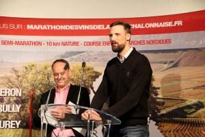 Adrien Hardy, parrain de l'édition 2018 du marathon encourage et remercie sur scène les bénévoles.