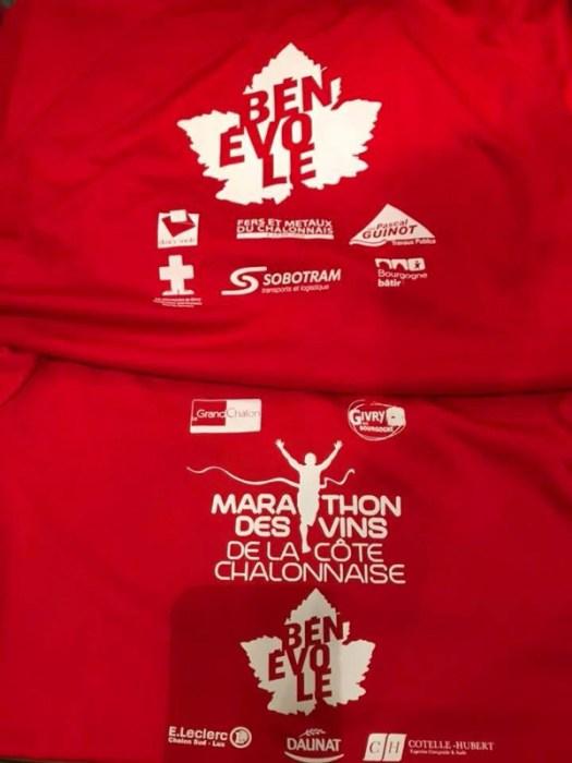 T-shirt bénévole rouge de ce marathon des vins de la cote chalonnaise 2018