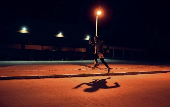 Running Before Bed: Benefits and Tips For Night Time Running (+ How It Affects Your Sleep!) 1