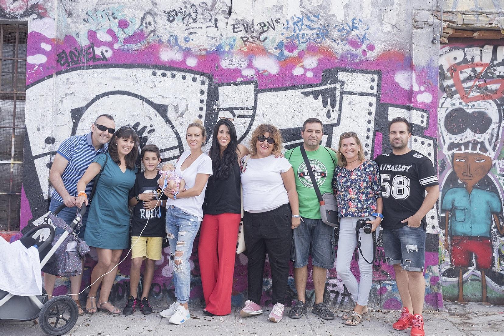 De-izqda-a-drcha_Jesús-y-Eva-padres-de-Carla-Gari-Alba-directora-de-NUPA-Nerea-y-Alfonso-padres-de-Gari-Conchita-presidenta-de-NUPA-y-Alberto-de-la-Fuente-fotógrafo
