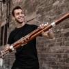 Marc David Ferrum hält ein Fagott