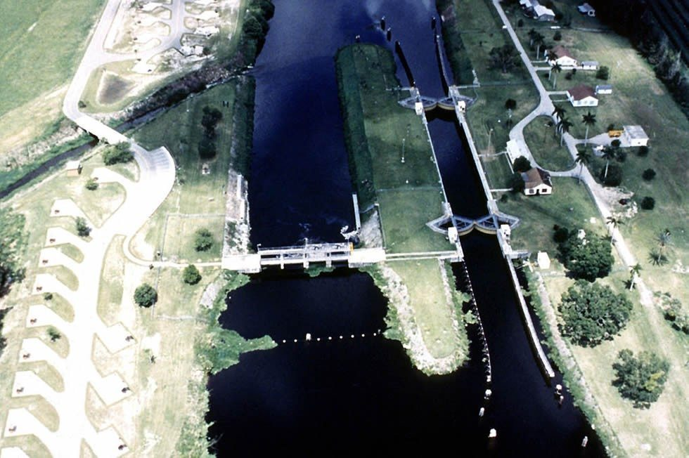 1024px-USACE_Ortona_Lock_and_Dam-98639778a8