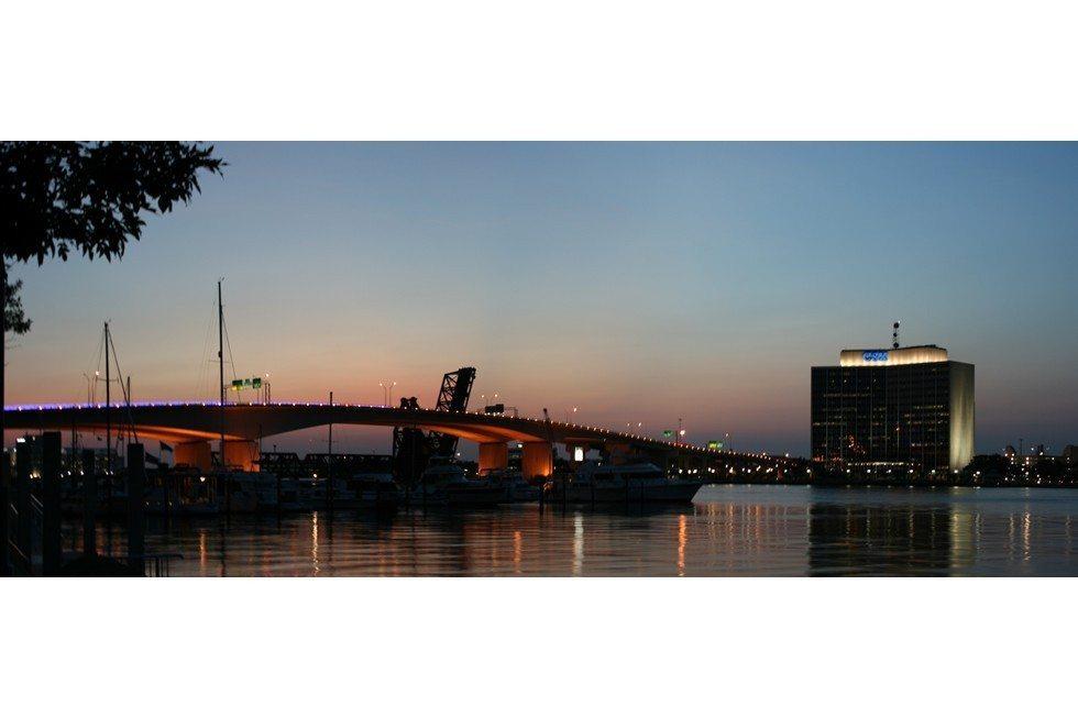 Jacksonville_Acosta_Bridge_&_CSX_Panorama-9aa7ce21bd-9f333f6c6f