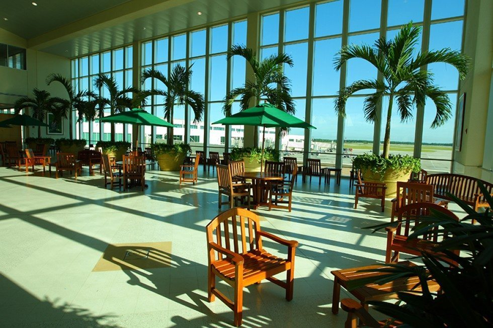 Southwest_Florida_International_Airport_Atrium-7b813ba693
