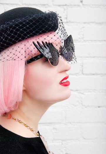 saraisinlovewith_blogger_streetstyle_myvintagewedding_hat_net_black_tatty_devine_eyelash_sunglasses_pink_hair_pastel