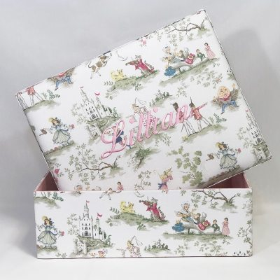B21R-BG-Multicolored-Nursery-Rhyme-Cotton-Baby-Pink-Thread-Ballantines-Font-Lillian