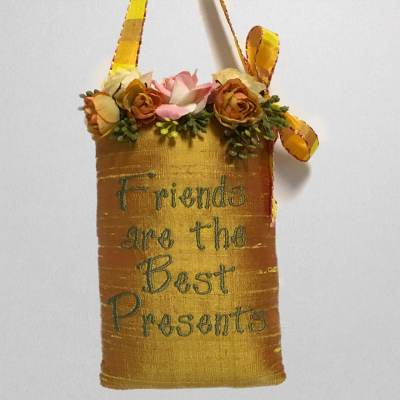 SH6-FBP-Friends-are-the-Best-Presents-Sachet-in-Gold-Silk