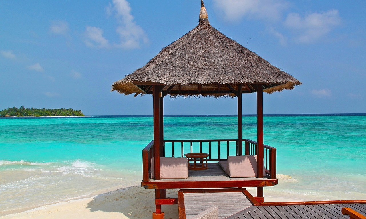 beach-hut-237489_1280.jpg