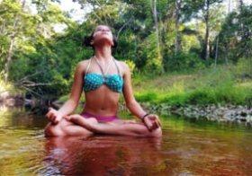 Yoga in het regenwoud