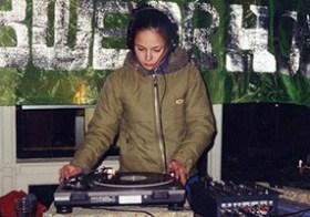 DJ Kiki Tao: debuut op straatfeest
