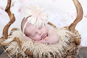 baby-armbandje-flower-met-bol-hartje-1-marcelineke