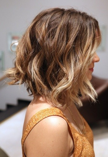 Carr Plongeant Cheveux Onduls