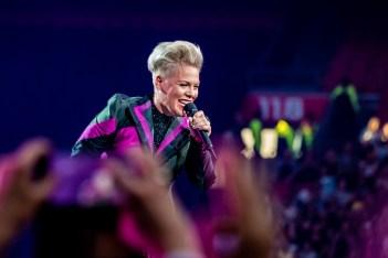 P!nk, P!nk knalt in Johan Cruijff Arena Amsterdam
