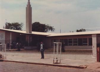 Eu, em frente à capela da ala onde trabalhei em Alegrete/RS