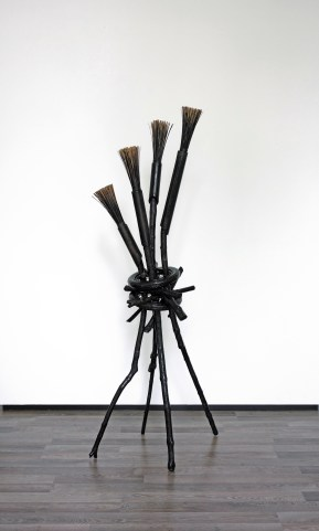 Helleveeg (Joen) - 190 x 85 x 70 cm. - mixed media