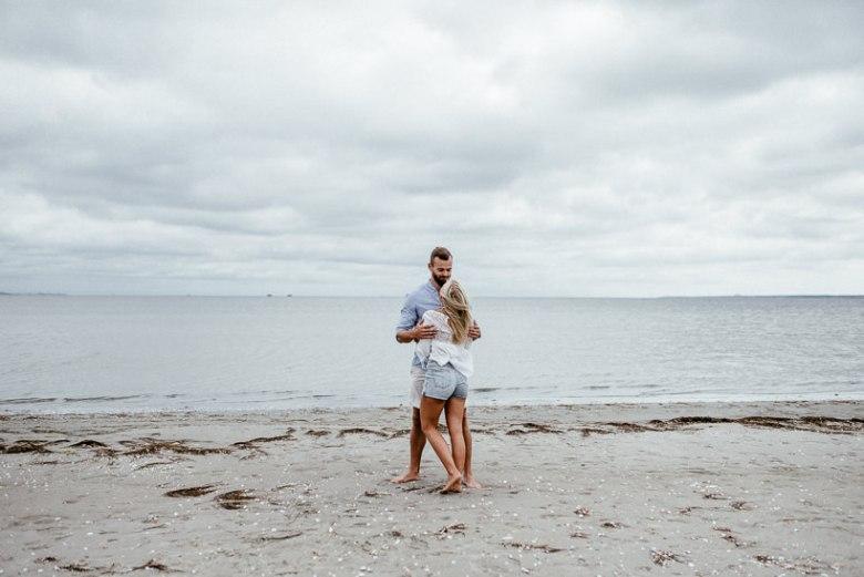 Hochzeitsfotograf Ostsee Ruegen Usedom Strand Paarshooting Engagement 018 Eine kleine Ostseebriese - Kennenlernshooting am Strand