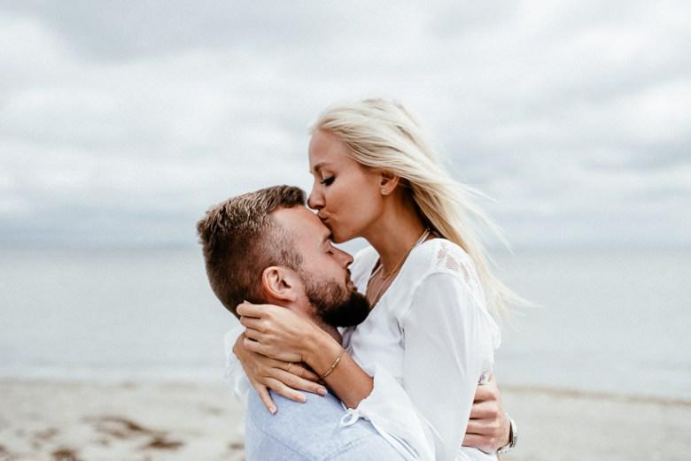 Hochzeitsfotograf Ostsee Ruegen Usedom Strand Paarshooting Engagement 056 Eine kleine Ostseebriese - Kennenlernshooting am Strand