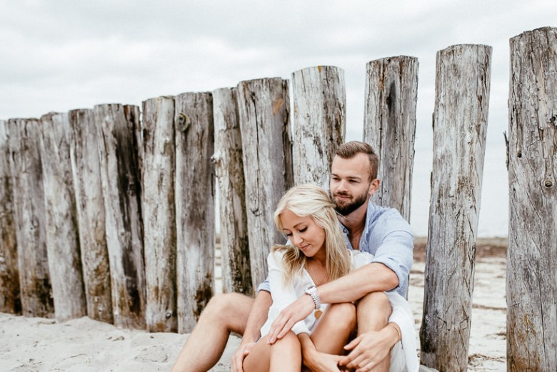 Hochzeitsfotograf Ostsee Ruegen Usedom Strand Paarshooting Engagement 065 Eine kleine Ostseebriese - Kennenlernshooting am Strand