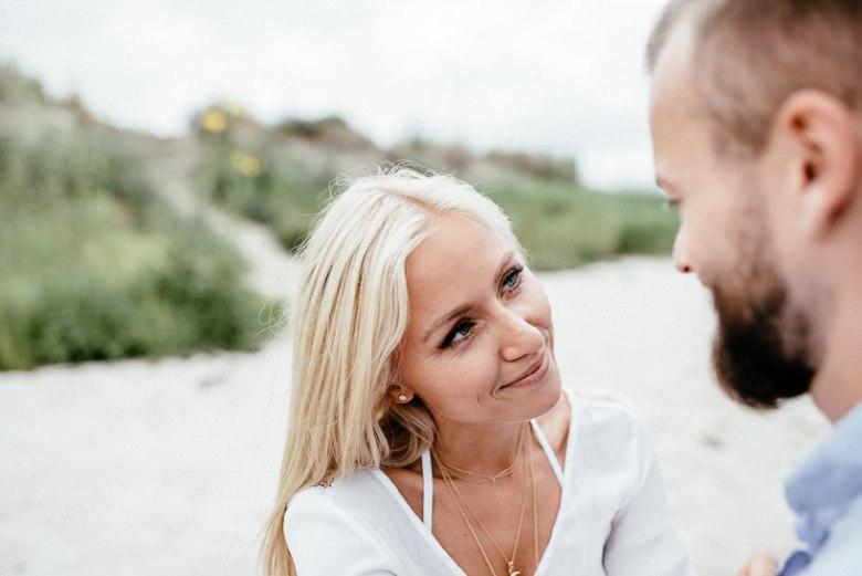 Hochzeitsfotograf Ostsee Ruegen Usedom Strand Paarshooting Engagement 087 Eine kleine Ostseebriese - Kennenlernshooting am Strand