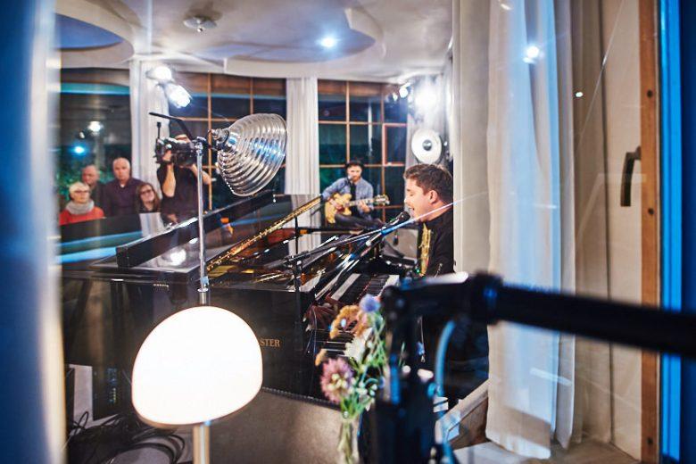 Setfotograf marcel schroeder fotograf privatkonzert event reportage 064 Privatkonzert im Haus Schminke Setfotograf, Reportage, kommerziell, journalistisch, Görlitz, Fotografie, Fernsehen, Eventfotografie, Business, Begleitung