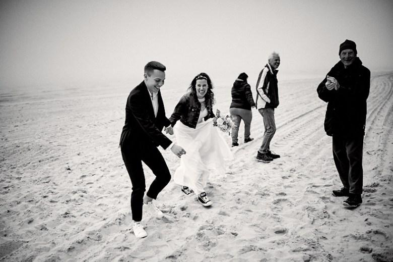 Hochzeitsfotograf Fotograf Ruegen Ostsee Sellin Binz Usedom Header 085 intime Hochzeit auf Rügen verliebt, Reportagefotografie, Reportage, Liebe, Langeoog, Hochzeitsfotografie, Hochzeit, gleichgeschlechtlich, Fotoreportage, Elopement