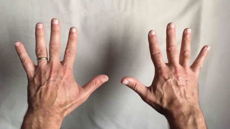 Un photocopieur va mal, les mains du technicien vont parler