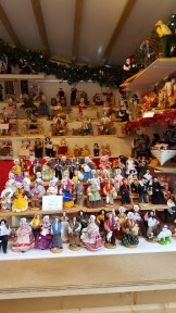 Réalisés dans le respect de la pure tradition des crèches provençales, un produit 100% artisanal fait à base d'argile et peint à la main, les santons de Provence embelliront votre intérieur et vous rappelleront vos souvenirs d'enfance