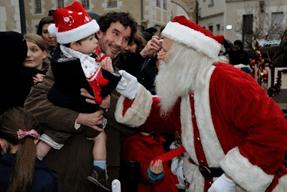 Le père noël sur la marché de Noël de Nantes