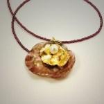 Corinne Ballester, créatrice de bijoux lapidaire et gemmologue.