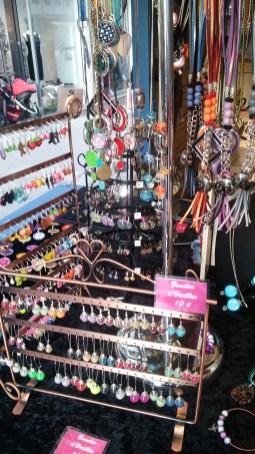 Bijoux exposés sur le marché de noël d'Angers