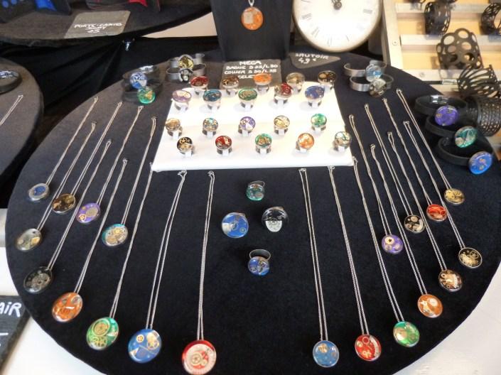 Bijoux de créateur en matériaux recyclables