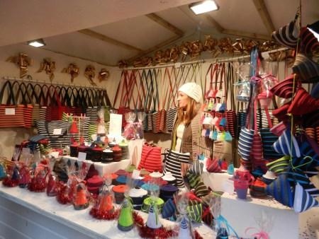 Chalet de sacs faits main sur le marché de noël de Rouen