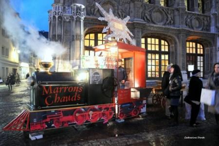 Locomotive à marrons chauds sur le marché de noël de Rouen