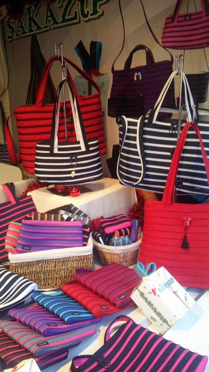Chalet de sacs sur le marché de noël de Rouen