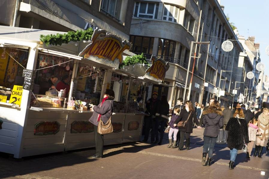Gourmandises et friandises sur le marché de Noël de Rouen Photos Jean-Pierre Sageot