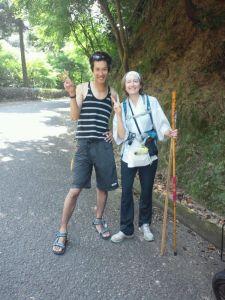 Marie-Edith Laval avec Tomoyuki à Shikoku (août 2013).