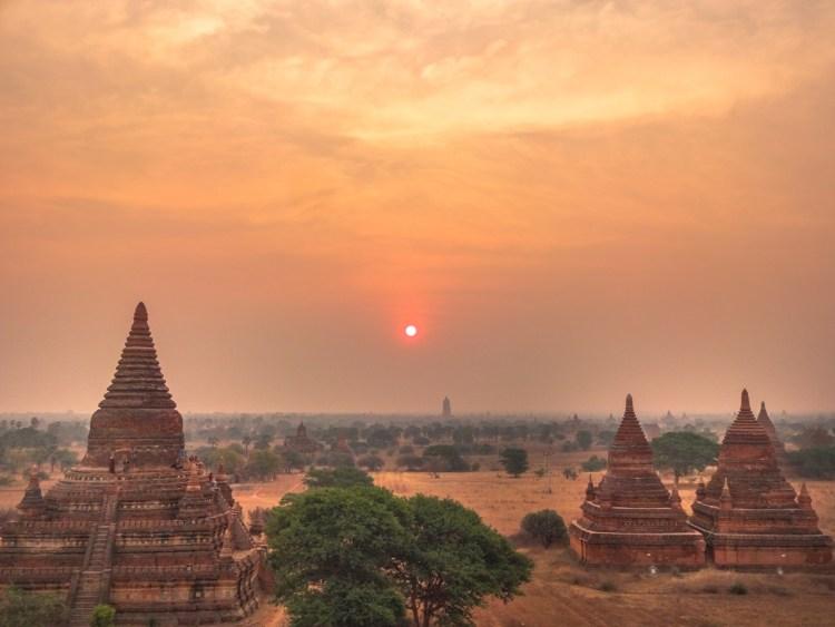 Sonnenaufgang in Bagan in Myanmar