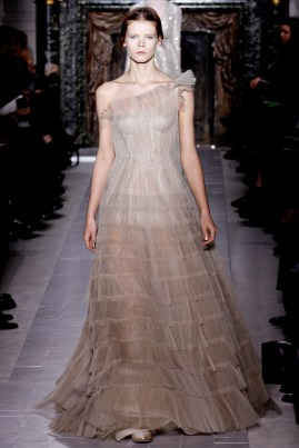 valentino-couture-spring-2013-39_172033649895