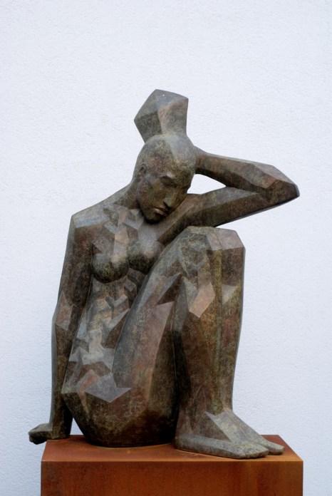 Sitzende, 2008, Bronze, H 150 cm