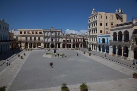 Havanna Plaza Vieja mit Bronzereliefs