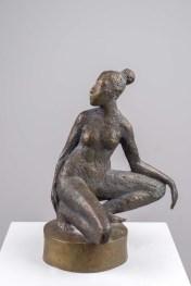 Kleine Kniende auf rundem Sockel, Bronze, 2010, H 20cm, (21x17x11,5)