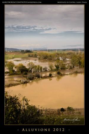 L'alluvione si è estesa per centinaia di metri in aperta campagnaThe flood extended for hundreds of meters in the open country