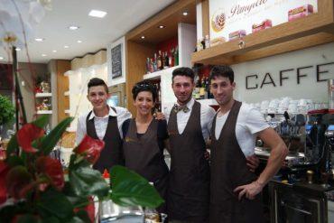 Lo staff del panificio Fronzi - foto Marco Costarelli