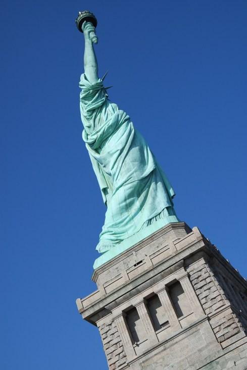 La grazia ed il senso di sicurezza della donna delle libertà