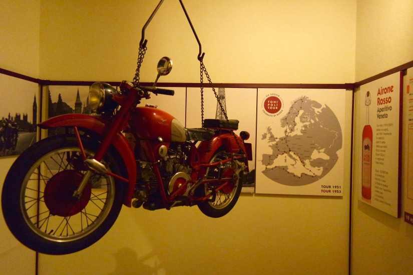 """Moto Guzzi """"Airone"""" usata per il grand Tour di Toni in Europa., nel 1951 e nel 1953."""